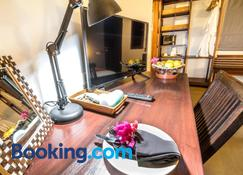 Cocotinos Lembeh a Boutique Dive Lodge - Bitung - Wohnzimmer