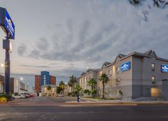 Microtel Inn & Suites by Wyndham Culiacan - Culiacán - Rakennus
