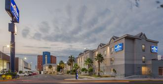 Microtel Inn & Suites by Wyndham Culiacan - Κουλιακάν