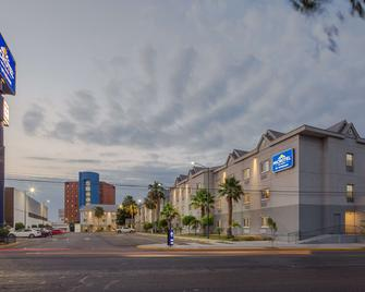 Microtel Inn & Suites by Wyndham Culiacan - Κουλιακάν - Κτίριο
