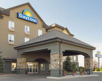 Days Inn by Wyndham Medicine Hat - Медісіне Гат - Building