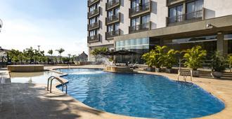 Movich Hotel de Pereira - פריירה - בריכה