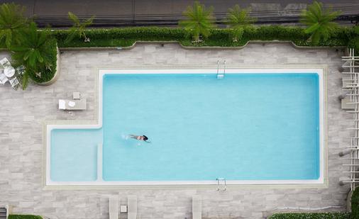 Bu Place Hotel - Бангкок - Бассейн