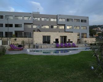 Vu'z Hotel - Byblos - Building