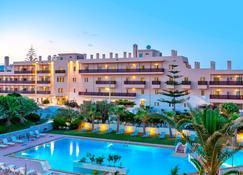Santa Marina Beach - Chania (Kreta) - Gebäude