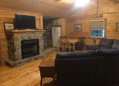 Nature & Privacy with Internet & Hot Tub & Local outdoor activities! - Mount Lookout - Living room