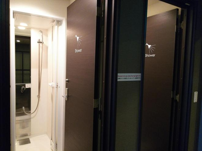 Capsule Hotel B&s Eco-Cube Shinsaibashi - Osaka - Bathroom