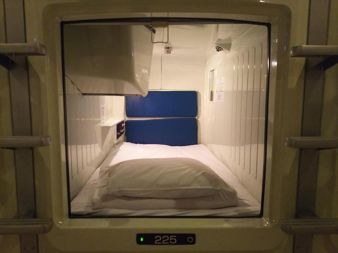 Capsule Hotel B&s Eco-Cube Shinsaibashi - Osaka - Bedroom