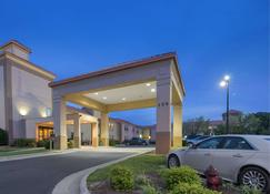 SureStay Plus Hotel by Best Western Roanoke Rapids I 95 - Roanoke Rapids - Building