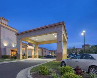 SureStay Plus Hotel by Best Western Roanoke Rapids I 95 - Roanoke Rapids - Gebäude