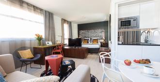 巴塞羅那輝盛凱貝麗酒店式服務公寓 - 巴塞隆納 - 客廳
