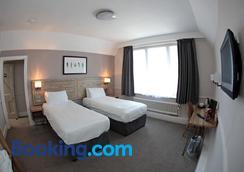 The Bear Inn by Marston's Inns - Street - Bedroom