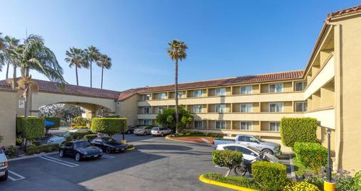 Best Western Plus Newport Mesa Inn - Costa Mesa - Building