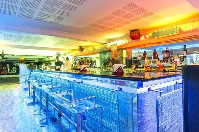 Bhimaas Temple Tree Hotel - Chennai - Bar