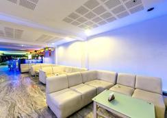 Bhimaas Temple Tree Hotel - Chennai - Lounge