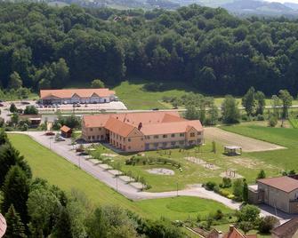 Hotel Jufa Poellau - Pöllauberg - Building