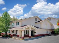 Super 8 by Wyndham Newburgh/West Point Near Stewart Airport - Newburgh - Building