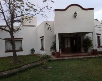 Hostal El Ensueño del Coquena - San Lorenzo (Salta) - Gebäude
