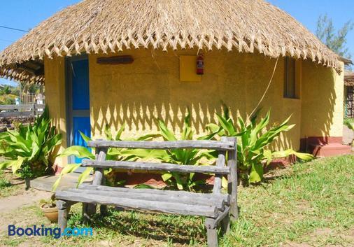 Pariango Beach Motel - Praia do Tofo - Building
