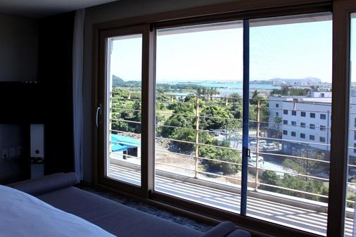 The Best Jeju Seongsan Hotel - Seogwipo - Balcony