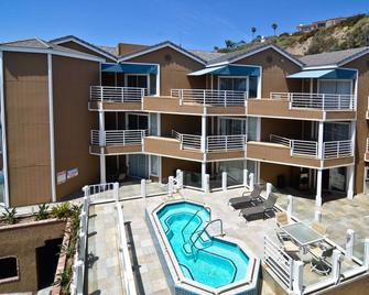 Beachfront Inn and Suites at Dana Point - Capistrano Beach - Building