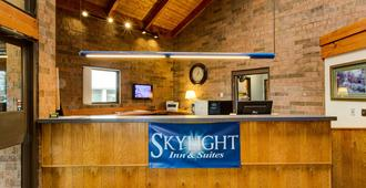 Skylight Inn Cleveland - Willoughby - Willoughby - Front desk