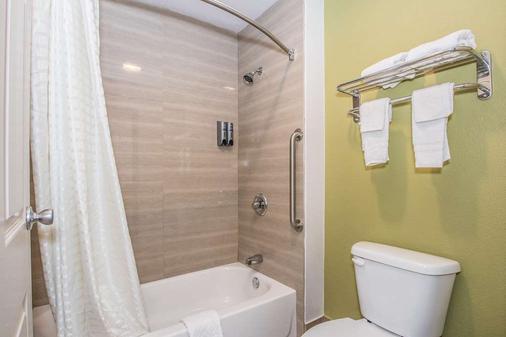 Americas Best Value Inn Ft. Worth - Fort Worth - Bathroom