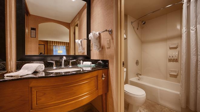 Best Western Plus Las Brisas Hotel - Palm Springs - Bathroom