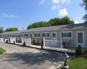 Southold Beach Motel - Southold - Building