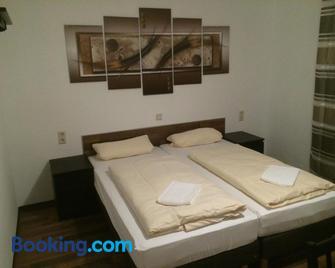 Hotel Engel - Waldbronn - Bedroom