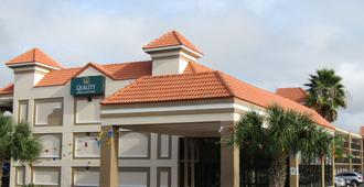 Quality Inn & Suites Kissimmee by The Lake - Kissimmee - Building
