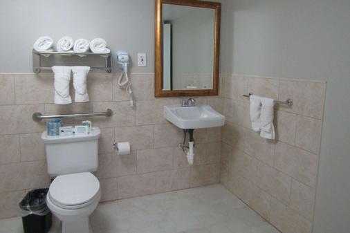 Quality Inn & Suites Kissimmee by The Lake - Kissimmee - Kylpyhuone