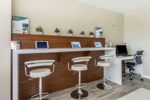 Quality Inn & Suites Kissimmee by The Lake - Kissimmee - Liikekeskus