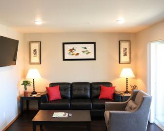 Autumn Leaf Furnished Apartments - Airway Heights - Living room