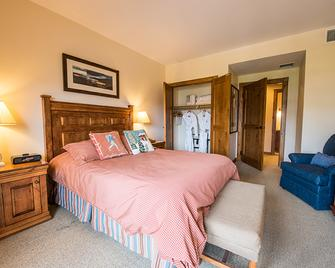 Lodge At Mountaineer Square - Crested Butte - Bedroom
