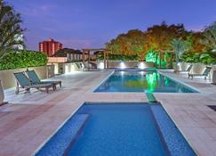伊瓜蘇溫德姆酒店 - 科士.道力喬 - 伊瓜蘇市 - 游泳池