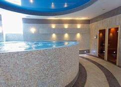 Kazzhol Hotel Astana - Astana - Gym