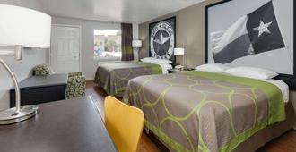 Super 8 by Wyndham San Antonio Downtown / Alamo - San Antonio - Bedroom