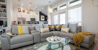 Stay Cozy, Luxury Yet Modern!! Just For You. - Dallas - Living room