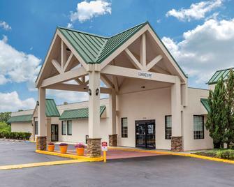 Quality Inn & Suites Hanes Mall - Winston-Salem - Edificio