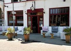Cafe Pension The Chandelier - Terneuzen - Building