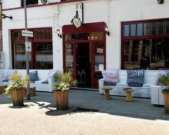 Cafe Pension The Chandelier - Terneuzen - Gebouw