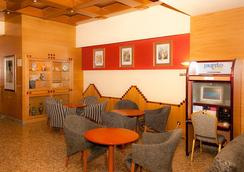 Hotel Sercotel Corona De Castilla - Burgos - Oleskelutila