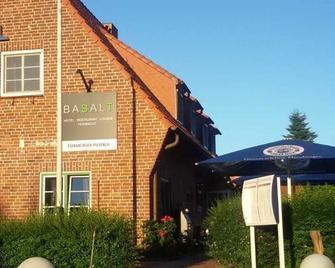 Basalt Hotel Restaurant Lounge - Hohwacht - Building