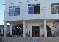 Hostal Rincon De George - Puerto Villamil - Building