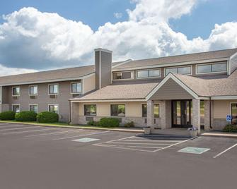 AmericInn by Wyndham Hayward - Hayward - Building