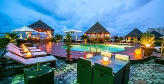 Hotel Bon Voyage - Lagos - Pool
