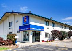 Motel 6 Normal Bloomington Area - Bloomington - Κτίριο