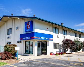 Motel 6 Normal - Bloomington Area - Bloomington - Building