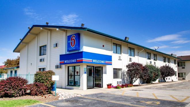Motel 6 Normal Bloomington Area - Bloomington - Building